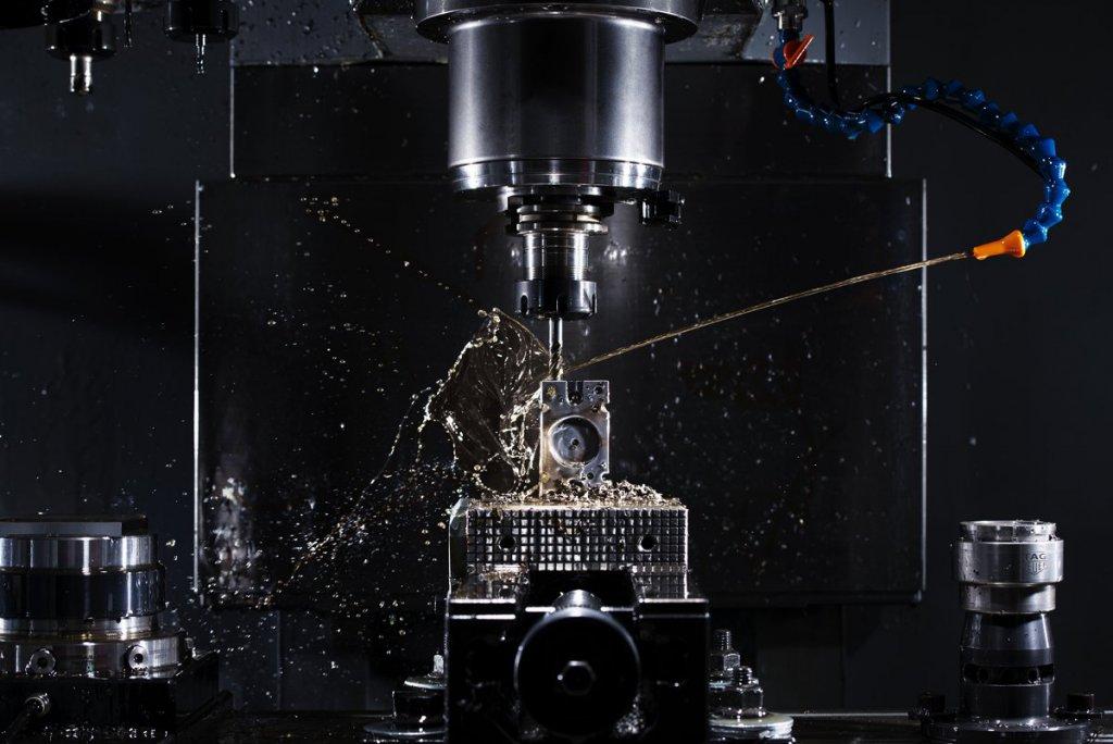 Chevenez. Prodüksiyon sürecinin gösterilişi; manüfaktür ve mekanizma araçlarını geliştirilişi.