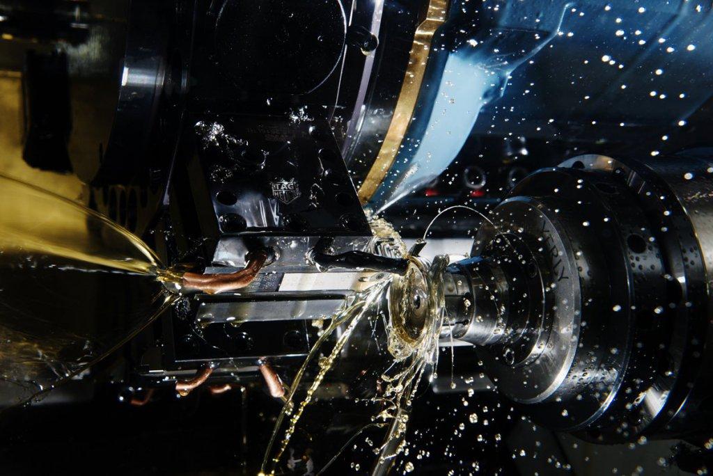 Cornol. NC makinaları ile saat kasalarının gücü test edilirken.