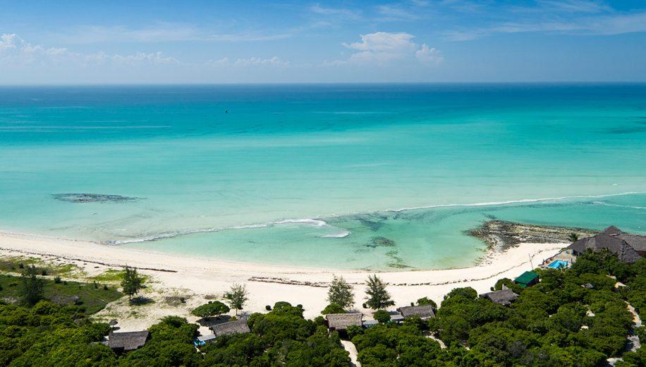 08-anantara-medjumbe-island-aerial-view-of-villas