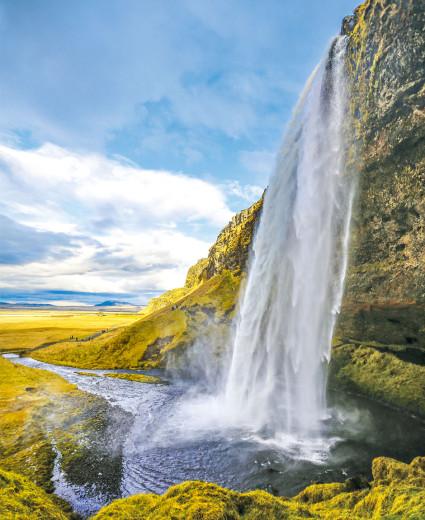 İzlanda'da yeraltı su zenginliğinden ve yağışlardan dolayı, ülkeyi çevreleyen ring yolu boyunca sürekli görsel şölen sunan şelalelere rastlamak mümkün.