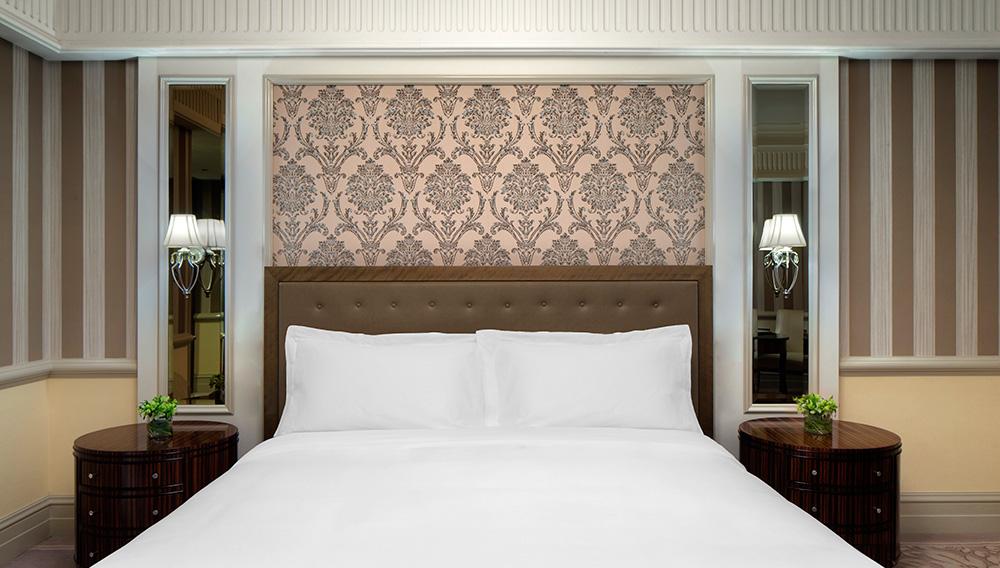 king-bed-in-deluxe-room