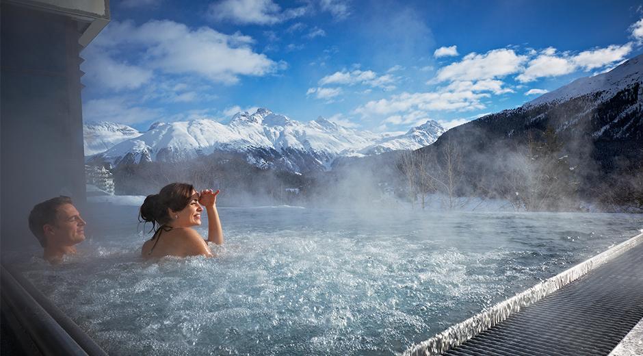 Hotelde yer alan termal havuzda temiz havayı nüfus etmek ve St. Moritz manzarasını izlemek mümkün
