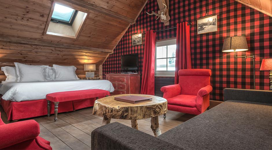 Konforlu odalarda kullanılan çarpıcı renklerle iç mekan dekorasyonu daha da zenginleştirilmiş.
