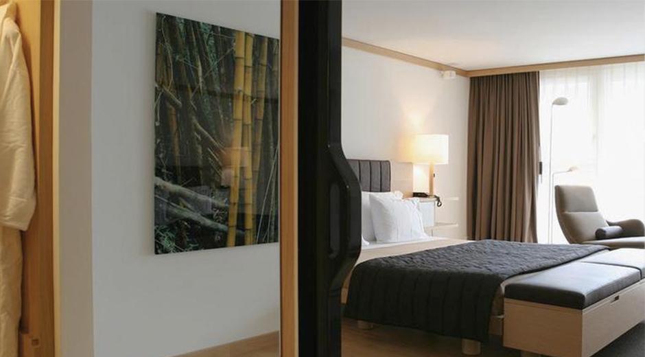 Farklı dizayn opsiyonları bulunan odalarda da sade dekorasyon ögeleri hakim.